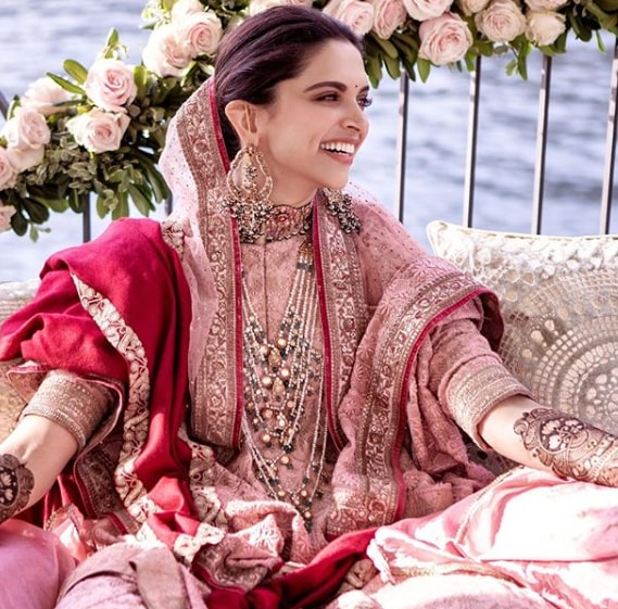 actress in saree