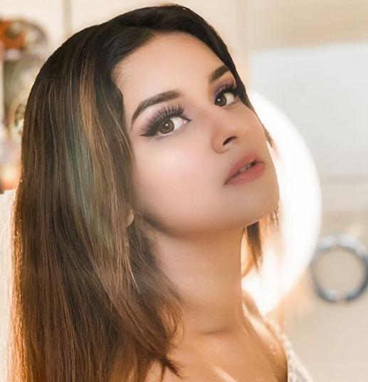 Avneet Kaur Hot pics