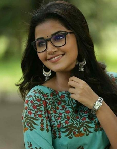 Anupama Parameswaran hd photo